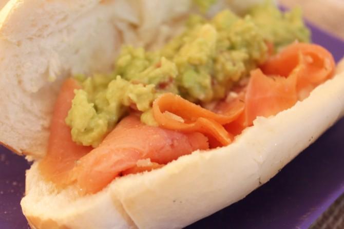 sanduiche salmao e abacate